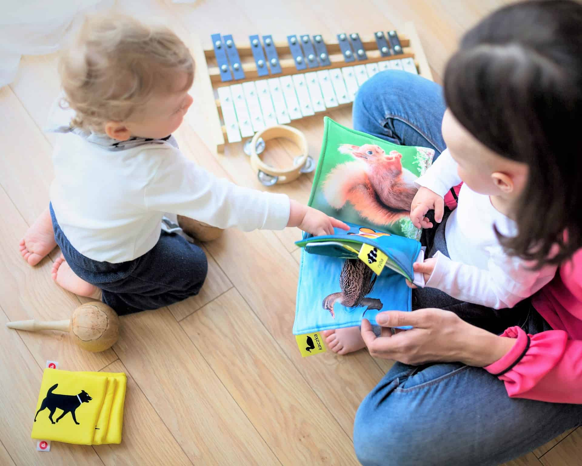 Strengthening Emotional Ties : Parent(s)-Child Art Therapy